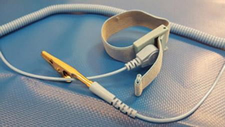 Armband für die Anti-Statikmatte um eine gleich Masse zu haben