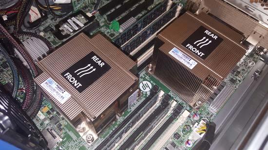 Zwei Prozessoren mit Kühler von einem Server