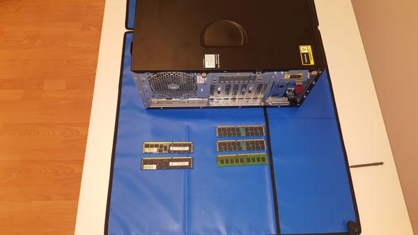 Server und Arbeitsspeicher Einbau
