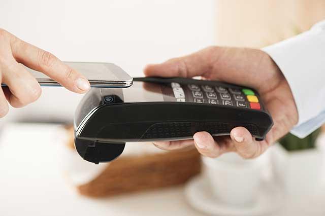 Einfaches Bezahlen mittels NFC